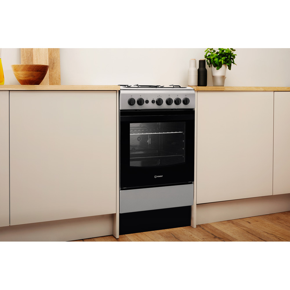 Indesit Cooker IS5G1PMSS/UK Silver painted GAS Lifestyle perspective