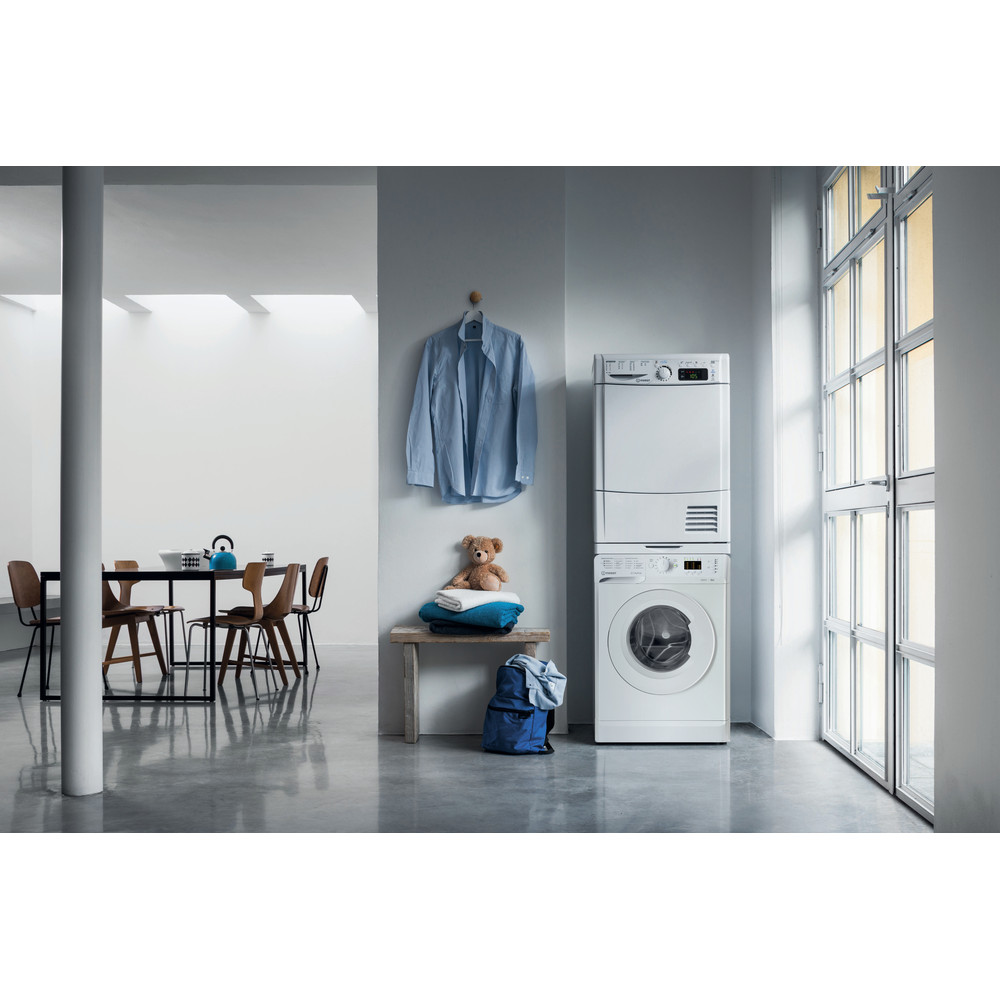 Indesit Пральна машина Соло OMTWSA 61052 W UA Білий Front loader A++ Lifestyle people