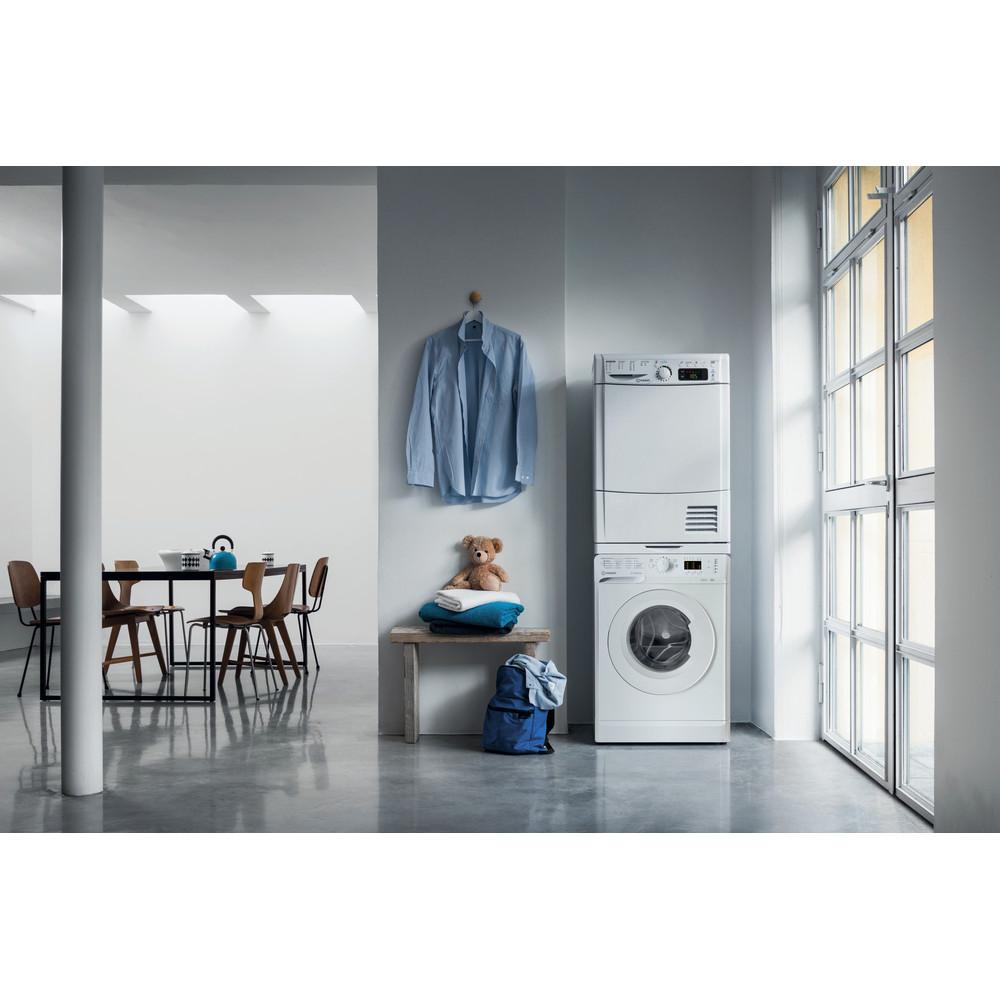 Indesit Стиральная машина Отдельно стоящий OMTWSA 61052 W UA Белый Front loader A++ Lifestyle people