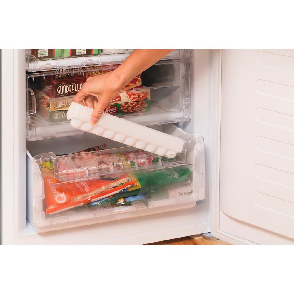 Indesit Комбиниран хладилник с камера Свободностоящи NCAA 55 Бял 2 врати Lifestyle people
