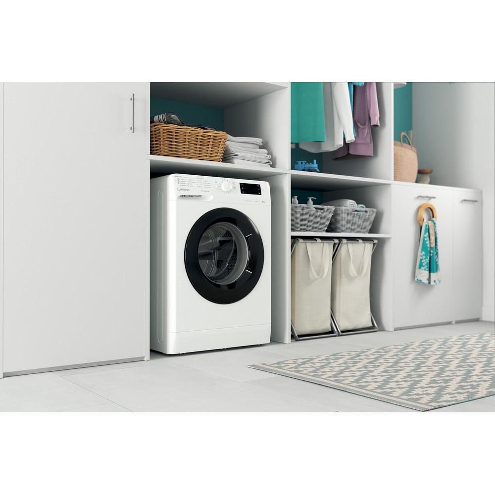 Indsit Maşină de spălat rufe Independent MTWE 91483 WK EE Alb Încărcare frontală D Lifestyle perspective