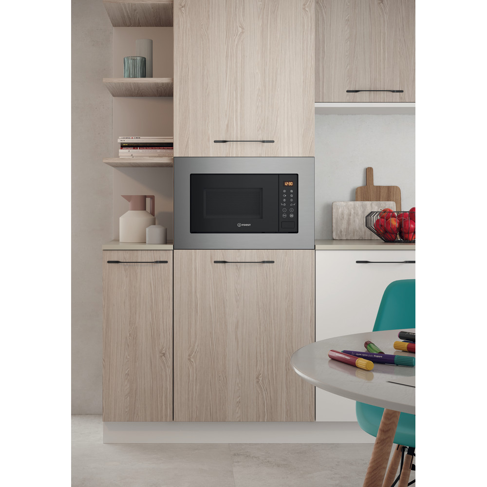Indesit Four micro-ondes Encastrable MWI 120 GX Stainless Steel Electronique 20 Micro-ondes + gril 800 Lifestyle frontal