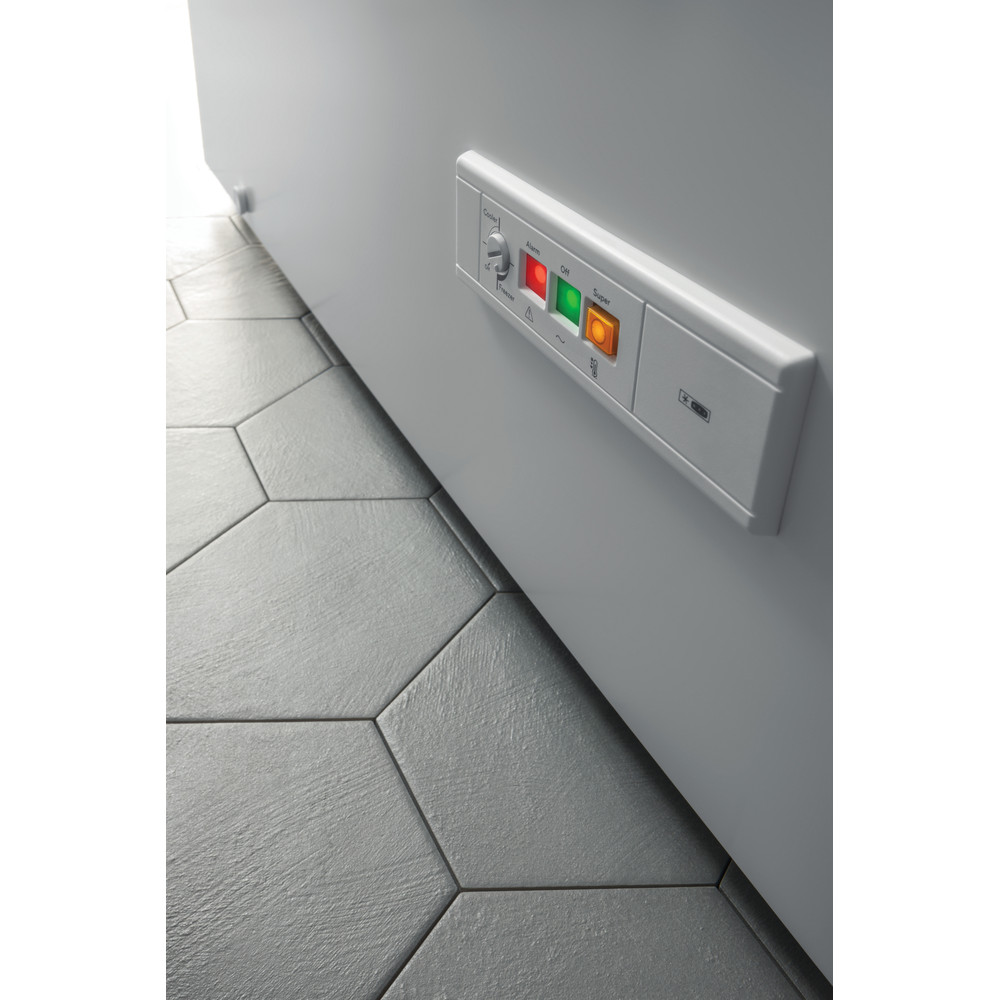 Indesit Fryser Fritstående OS 1A 300 H 2 Hvid Lifestyle control panel