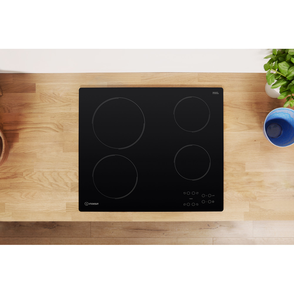 Indesit Table de cuisson RI 161 C Noir Radiant vitroceramic Lifestyle frontal