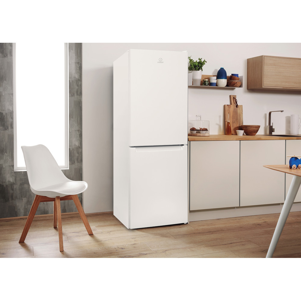 """""""Indesit"""" Šaldytuvo / šaldiklio kombinacija Laisvai pastatoma LI7 SN1E W Balta 2 doors Lifestyle perspective"""