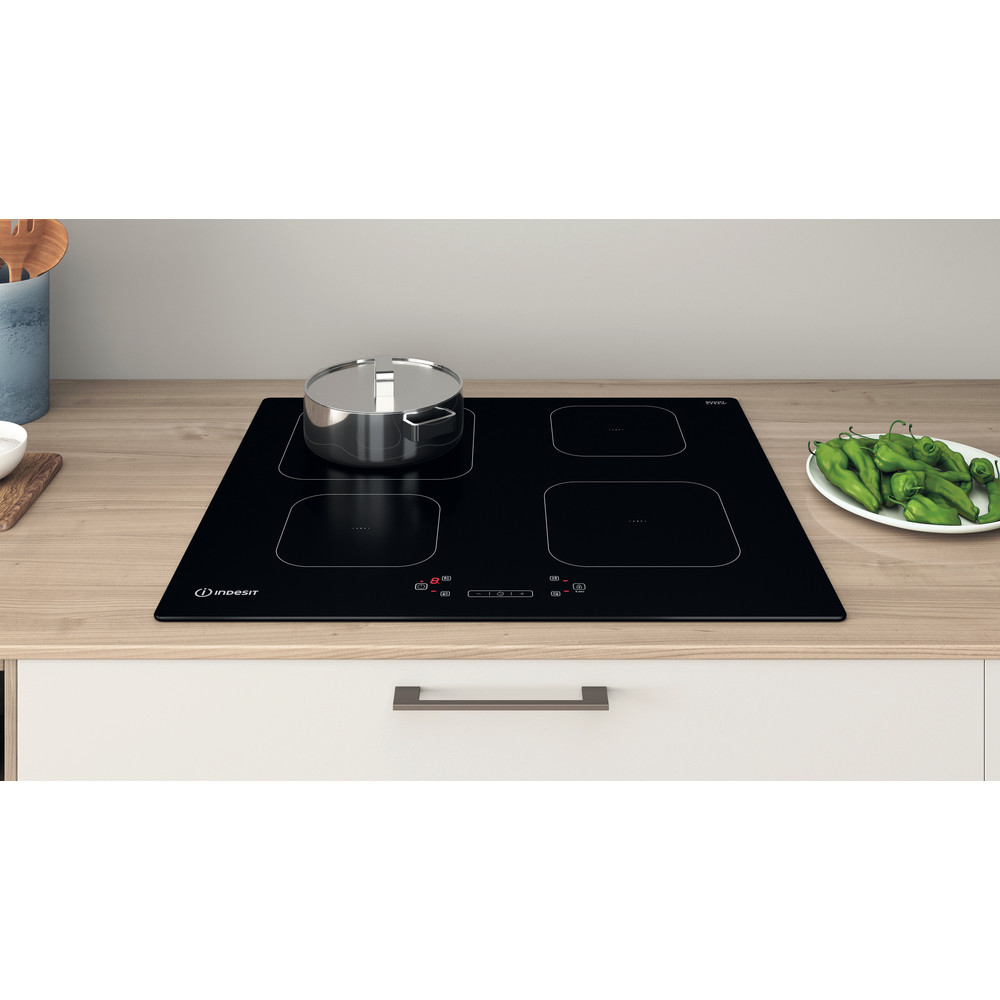 Indesit Spishäll IS 83Q60 NE Black Induction vitroceramic Lifestyle frontal top down