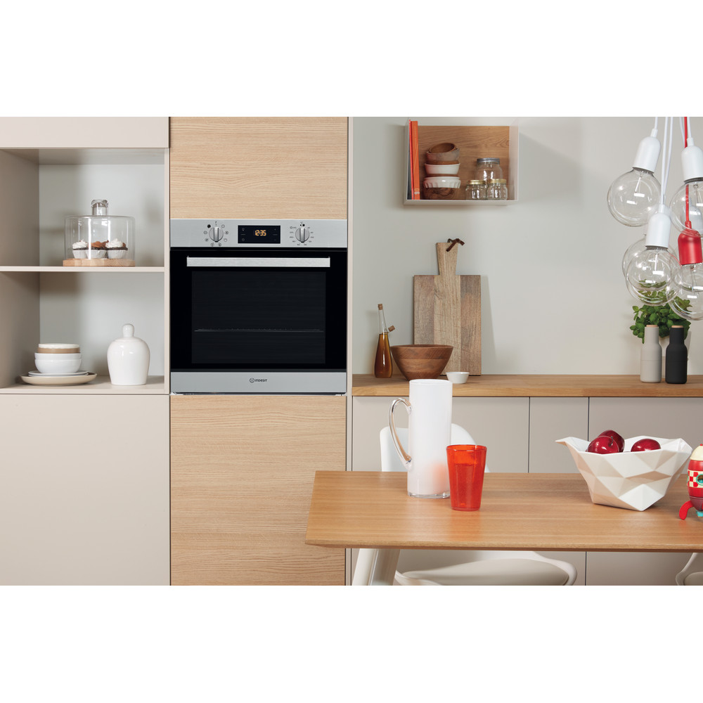 Indesit OVEN Built-in IFW 6540 P IX Electric A Lifestyle frontal