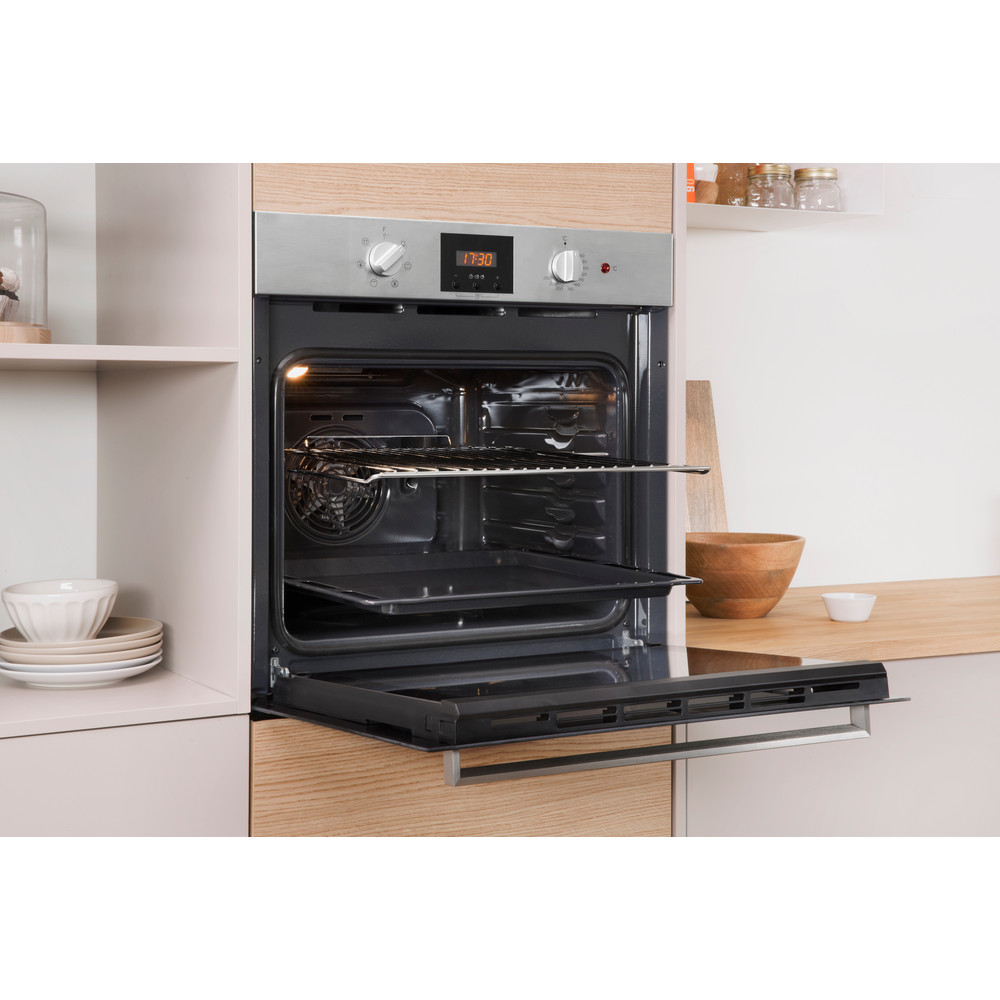 Indesit OVEN Built-in IFW 65Y0 IX UK Electric A Lifestyle_Perspective_Open