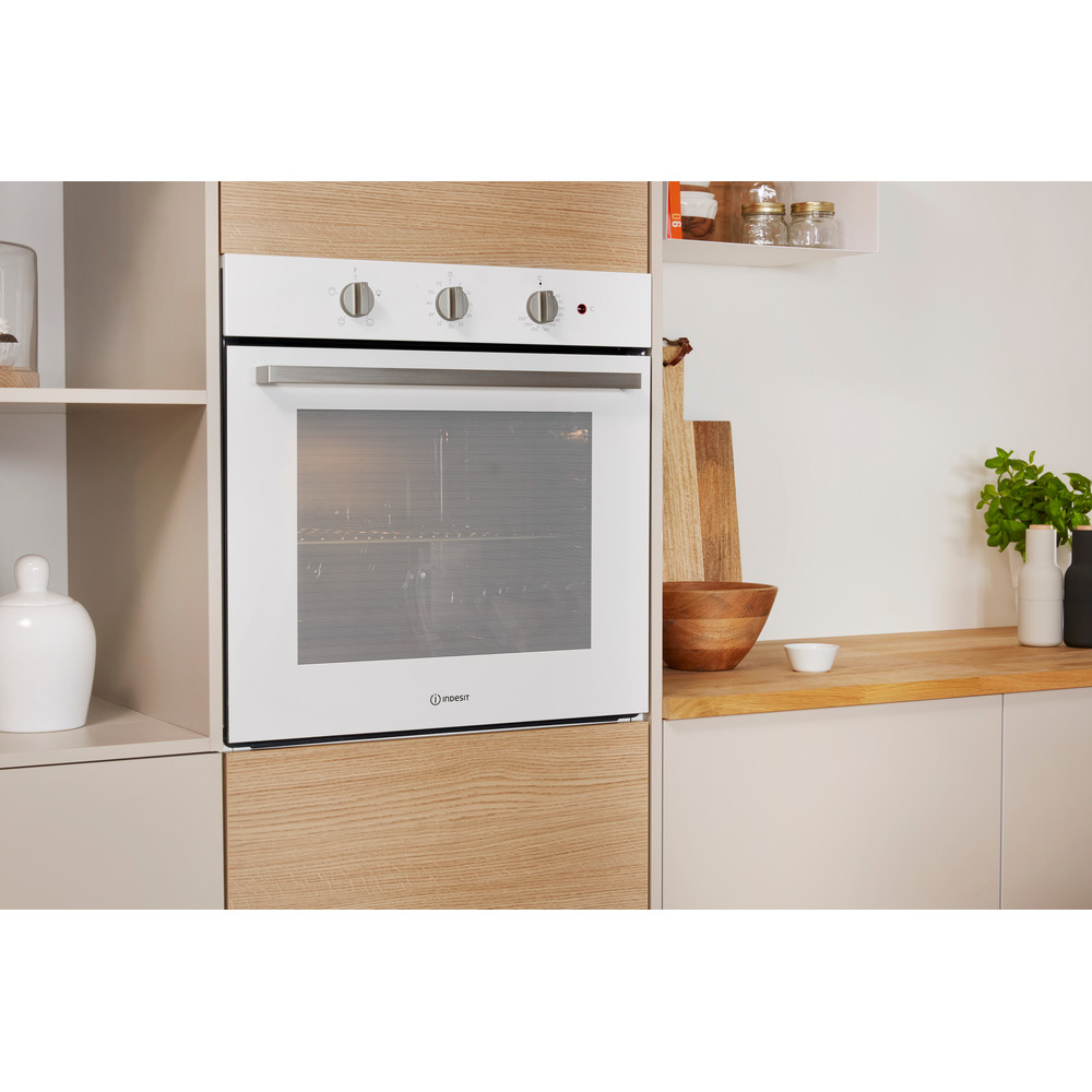 Indesit OVEN Built-in IFW 6230 WH UK Electric A Lifestyle_Perspective