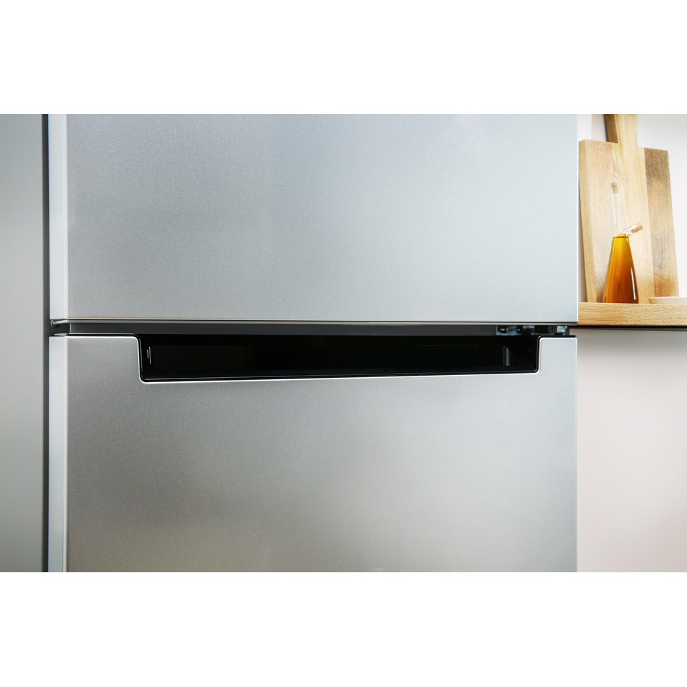 Indesit Холодильник с морозильной камерой Отдельностоящий DFE 4160 S Серебристый 2 doors Lifestyle detail