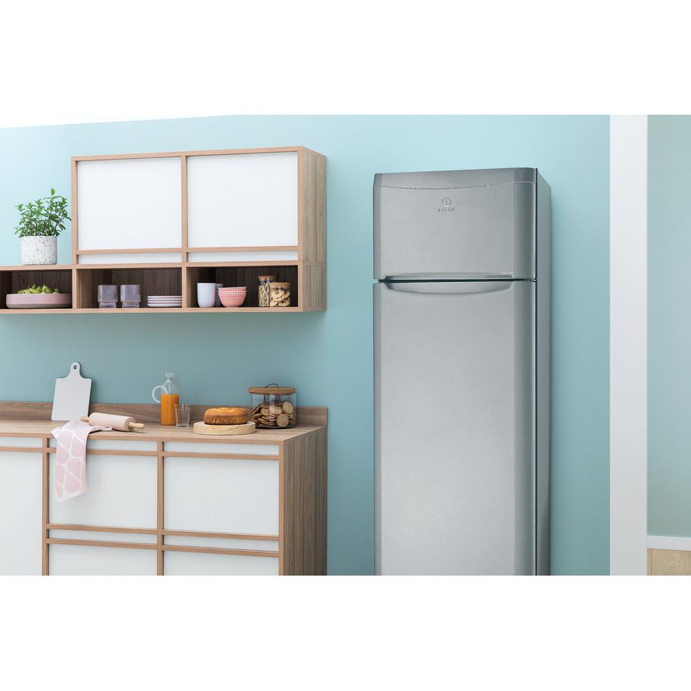 Indesit Комбиниран хладилник с камера Свободностоящи TAA 5 S 1 Сребрист 2 врати Lifestyle perspective