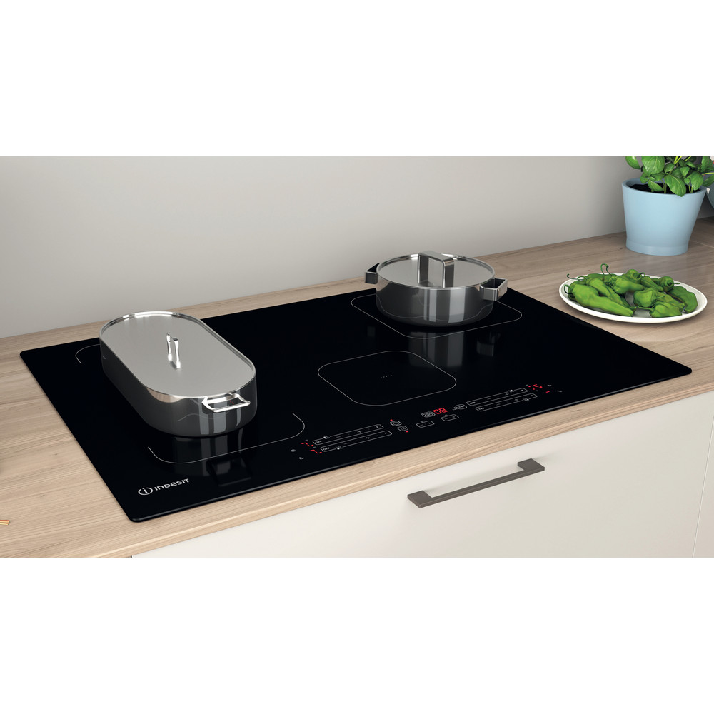 Indesit Kookplaat IB 21B77 NE Zwart Induction vitroceramic Lifestyle perspective