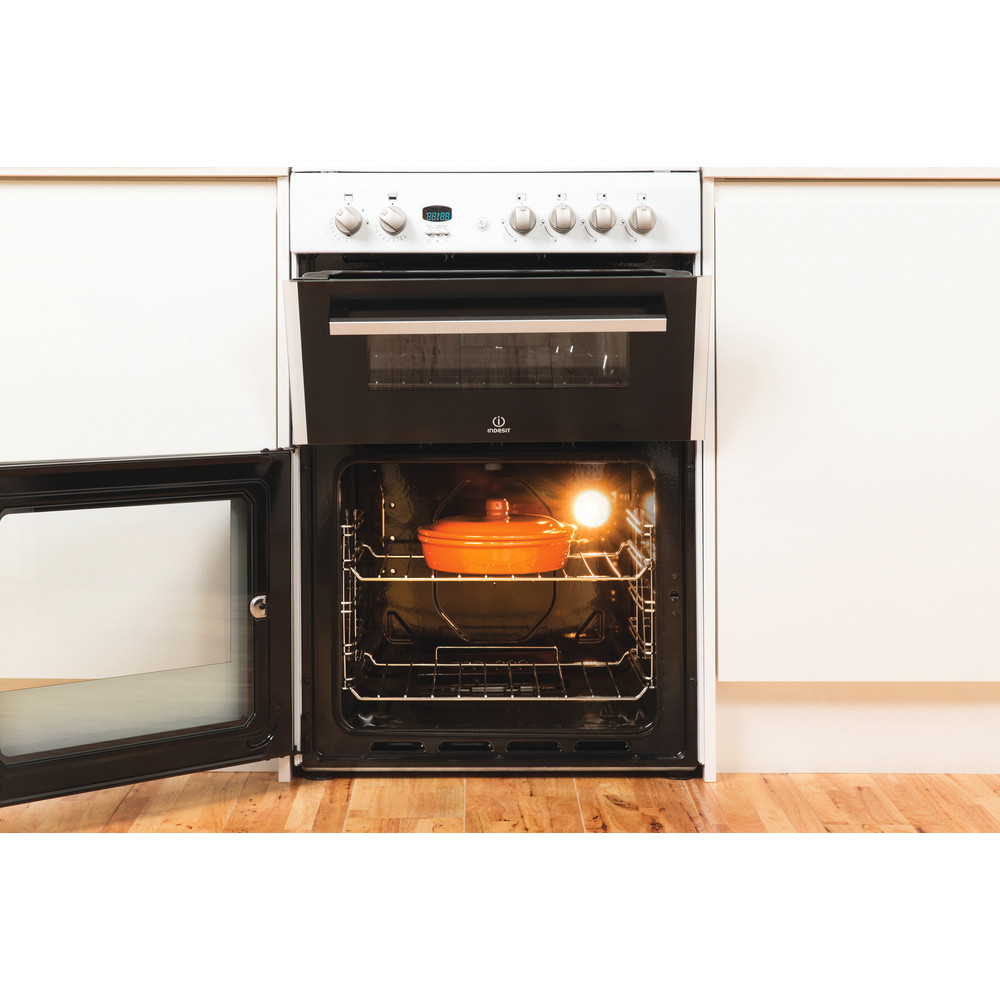 Indesit Double Cooker DD60G2CG(W)/UK White A+ Enamelled Sheetmetal Lifestyle_Frontal_Open