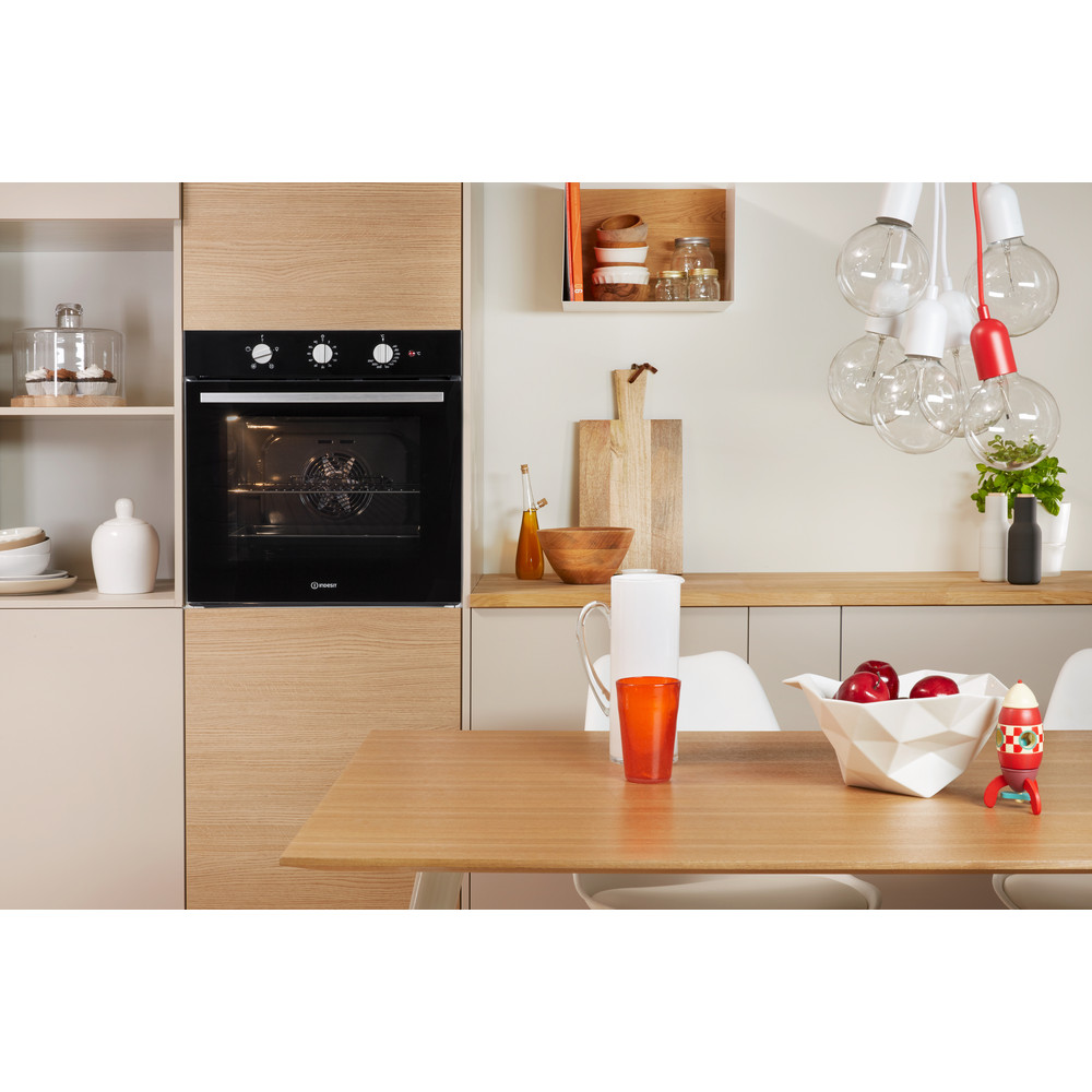 Indesit OVEN Built-in IFW 6330 BL UK Electric A Lifestyle frontal