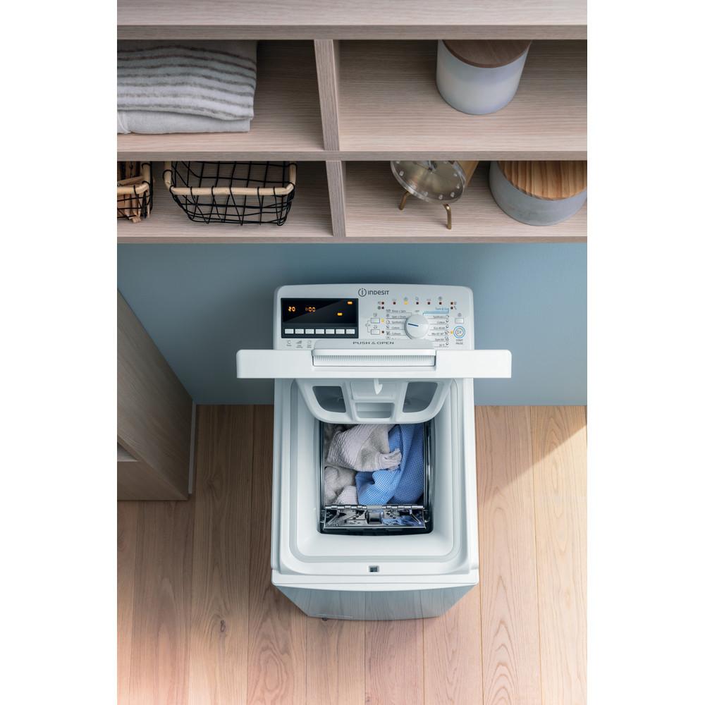 Indsit Maşină de spălat rufe Independent BTW B7220P EU/N Alb Încărcare Verticală E Lifestyle detail