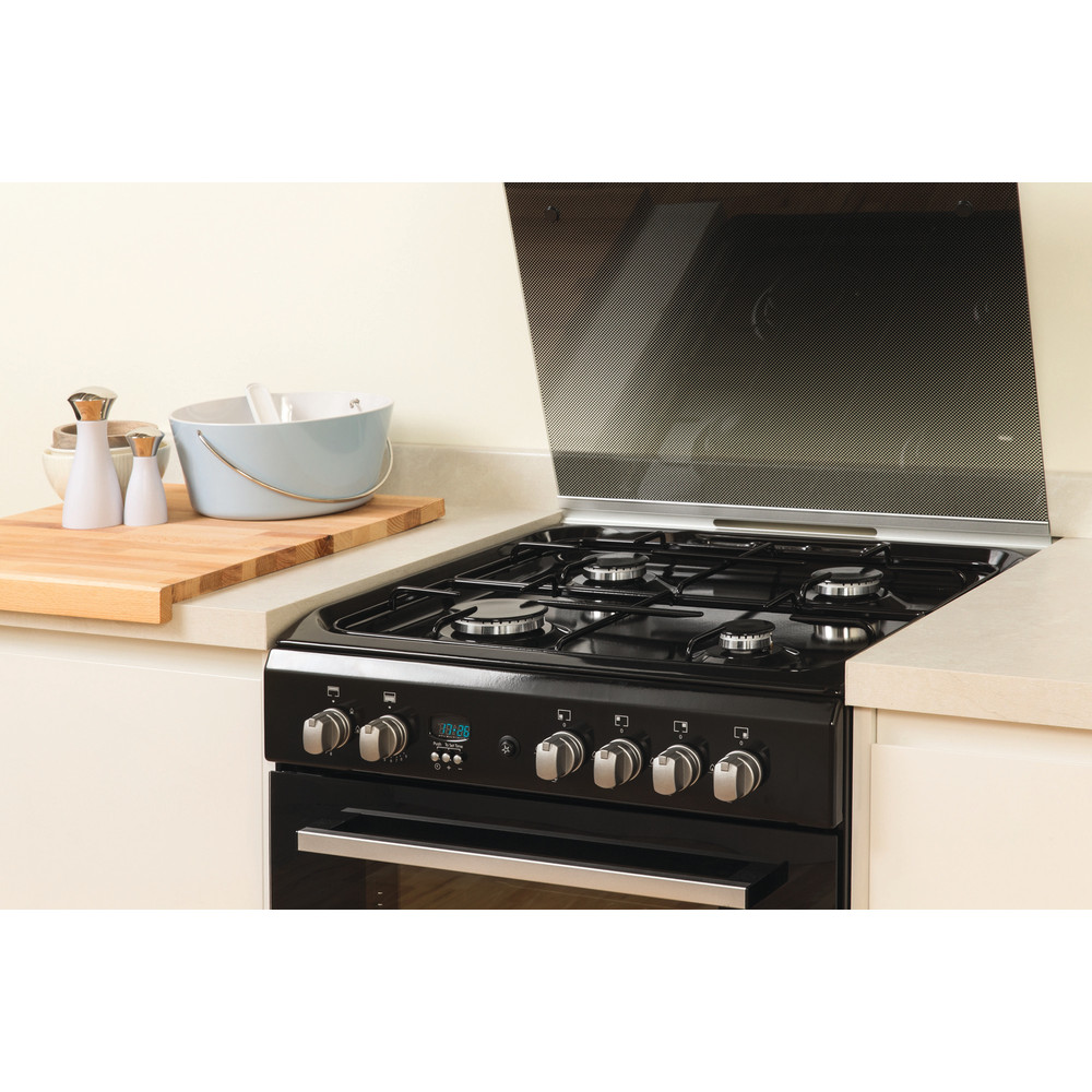 Indesit Double Cooker DD60G2CG(K)/UK Black A+ Enamelled Sheetmetal Lifestyle_Perspective