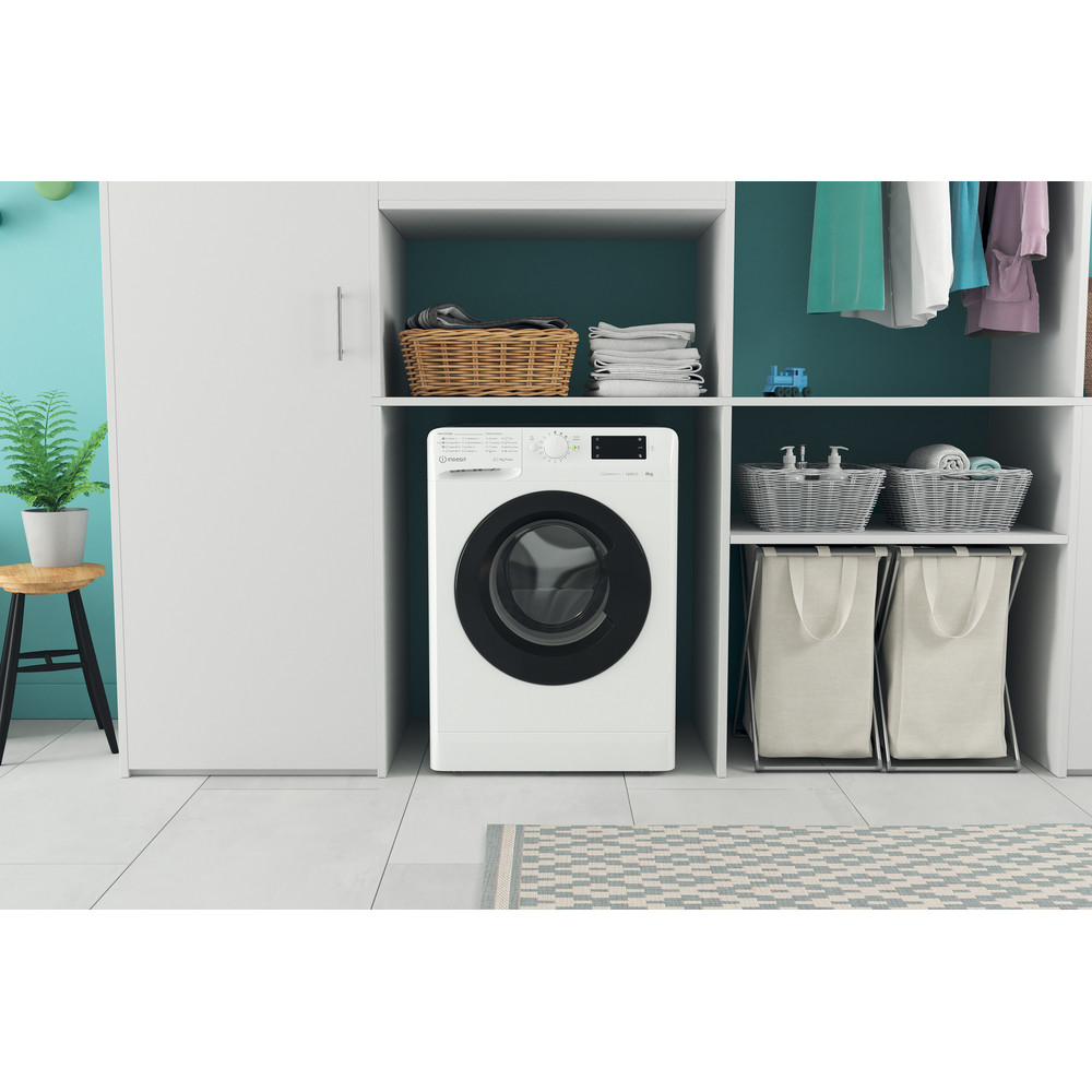 Indsit Maşină de spălat rufe Independent MTWE 81283 WK EE Alb Încărcare frontală D Lifestyle frontal