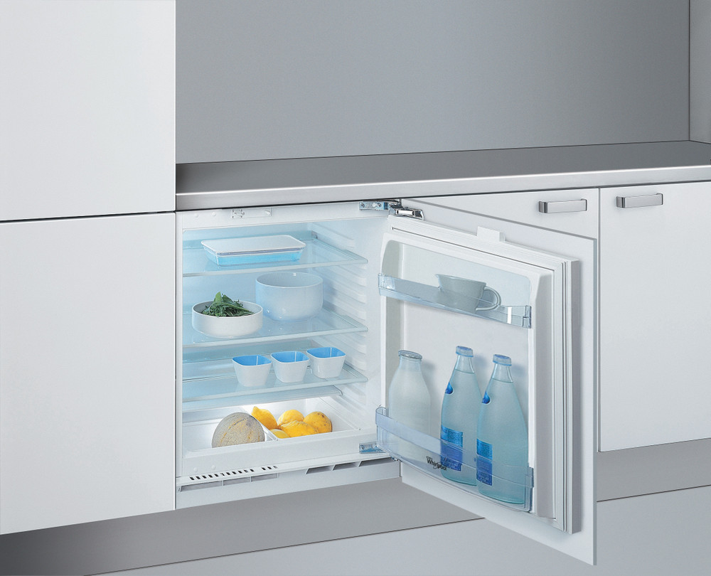 Whirlpool Refrigerator Ugradna ARG 585 Bela Perspective open